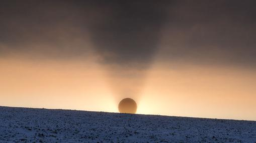 Antena receptora de datos de un satélite meteorológico en Svalbard, Noruega