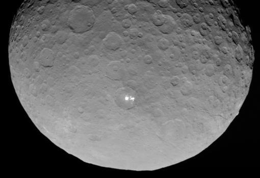 Fotografía de Ceres, un planeta enano del cinturón de asteroides que no llega a los 1.000 kilómetros de diámetro