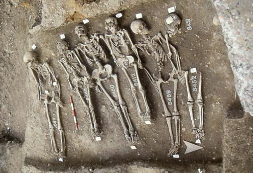 Víctimas de la epidemia de la Muerte Negra enterradas en Londres