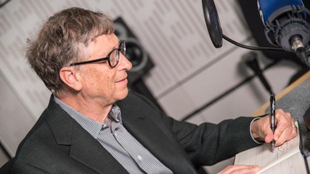 Bill Gates es parte del 10 por ciento de la población que es zurda