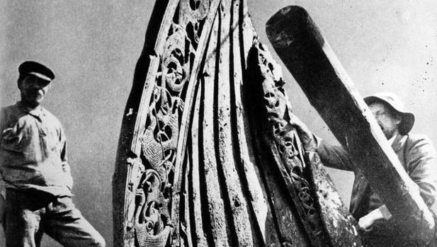 Restos del barco vikingo Oseberg, descubierto en Sem (Noruega)