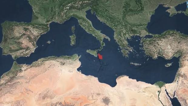 A través del estrecho de Sicilia, esa cantidad ingente de agua inundó la cuenca Jónica
