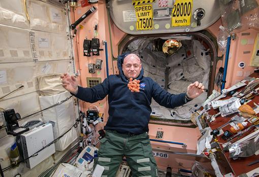 El astronauta Scott Kelly, durante su misión en la Estación Espacial Internacional, en 2015. Desde su salida de la Tierra, los colonos marcianos no volverían a disfrutar de la gravedad terrestre