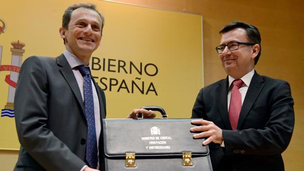 Pedro Duque recibe la cartera de Román Escolano, exministro de Economía
