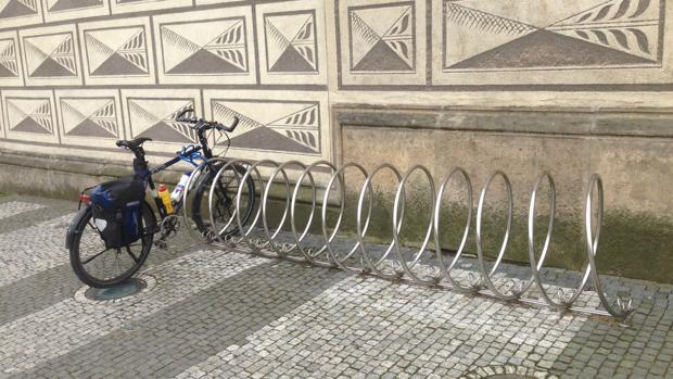 Un aparcabicis en Praga