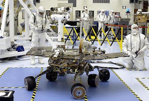 El rover Opportunity, también llamado MER-2, en 2003, poco antes de su lanzamiento