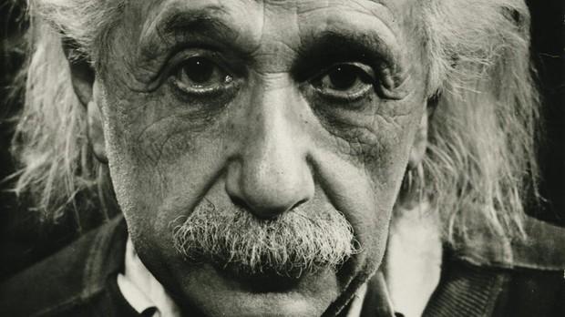 Einstein gana la batalla incluso en otra galaxia