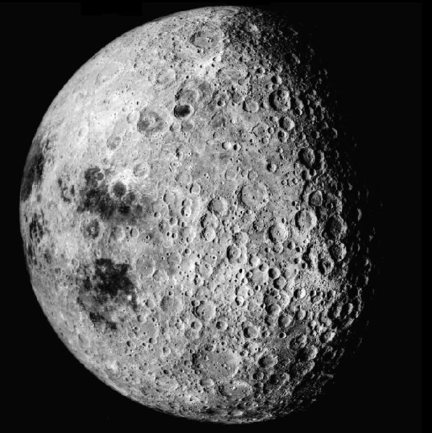 Imagen de la cámara métrica del Apolo 16 de la zona este y del otro lado de la Luna