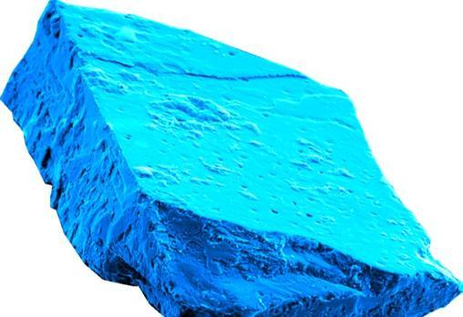 Cristal de hibonita hallado en uno de los meteoritos