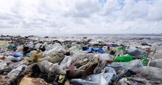 Fotografía tomada en una playa de Dakar en 2015. Junto al calentamiento global, el hombre también produce otros importantes efectos sobre todo el planeta