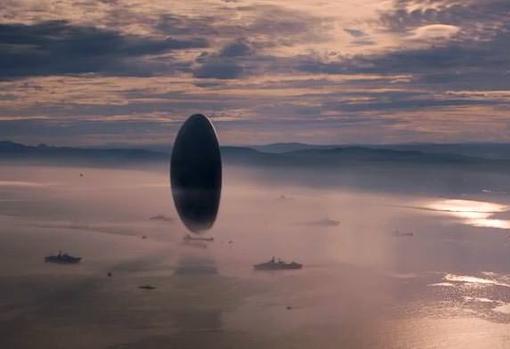 Fotograma de «La llegada». En la película se aborda el problema de comunicarse con extraterrestres