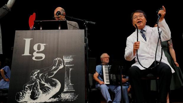 Ig Nobel para el doctor que se hizo una colonoscopia a sí mismo