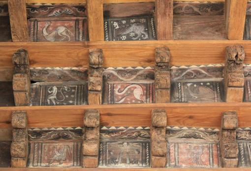 El techo de la Catedral de San Leónce, en Fréjus, alberga un conjunto de criaturas monstruosas