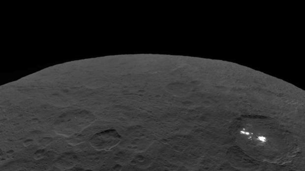 Superficie del planeta enano Ceres, captada por Dawn. Es el mayor objeto del cinturón de asteroides