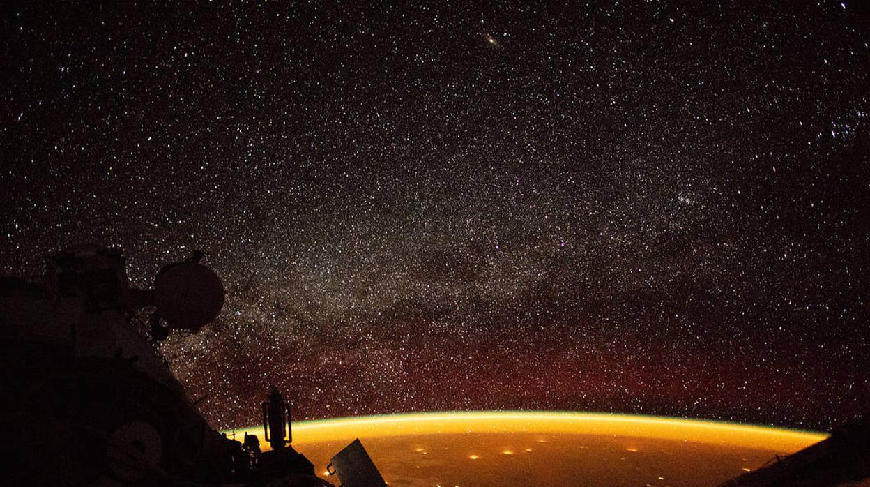 El curioso fenómeno que cubre la Tierra con una luz amarilla