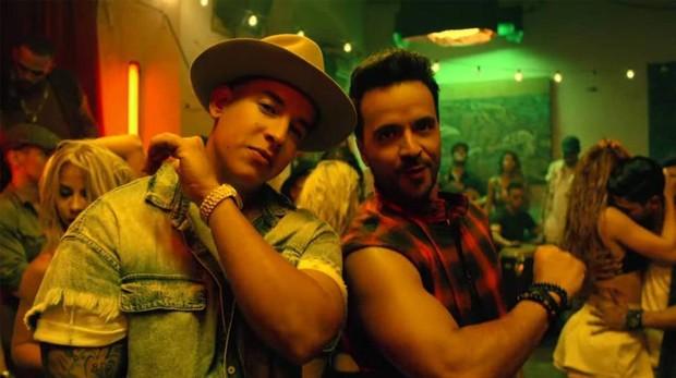 Daddy Yankee y Luis Fonsi en el videoclip de la canción «Despacito»