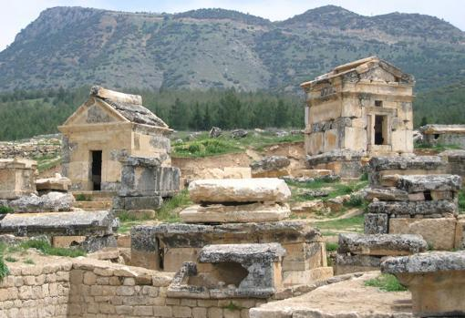 Neighborhoods of Plutonium Hierapolis