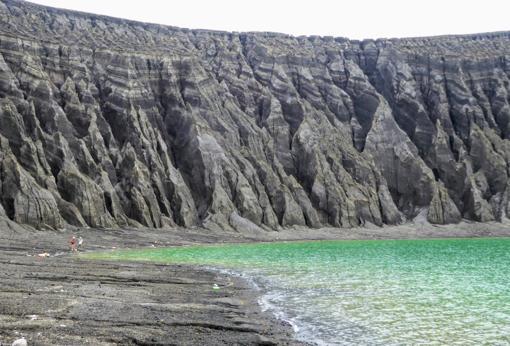 Los acantilados del lago del cráter