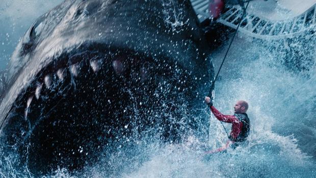 Fotograma del filme «Megalodón», que trae a la vida al gigantesco tiburón extinto