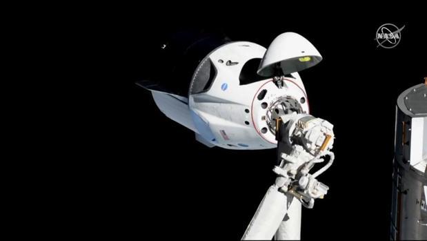 La Crew Dragon se ha acomplado con éxito a la estación espacial