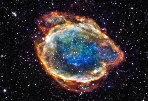 G299, un remanente de una supernova de tipo Ia. El cuerpo de la estrella se desgarra por completo y se extiende por la galaxia