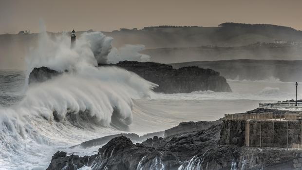 La altura de las olas ha aumentado en océanos de todo el mundo