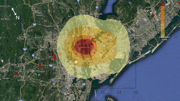 Simulación del área de impacto de un asteroide en Manhattan, Nueva York, en abril de 2027. La zona en rojo implica una devastación completa. En la naranja, la mayoría de los edificios colapsan. En la amarilla oscura, explotan los cristales y hay daños estructurales ampliamente extendidos. En la amarilla clara, los daños son menores