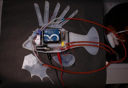 Estructura interna del pez león robot