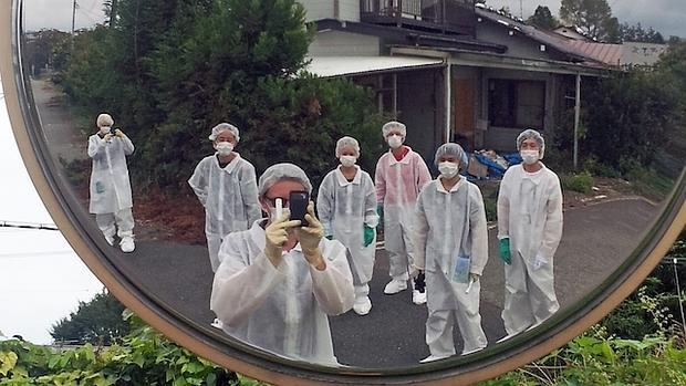 El grupo de artistas durante una de sus intervenciones en Fukushima