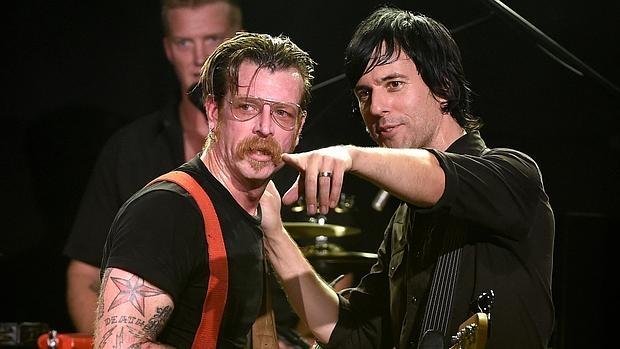 Josh Homme, Jesse Hughes y Matt McJunkins, en un concierto reciente de Eagles of Death Metal