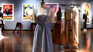 Vestido de Dorothy durante su exposición antes de la subasta