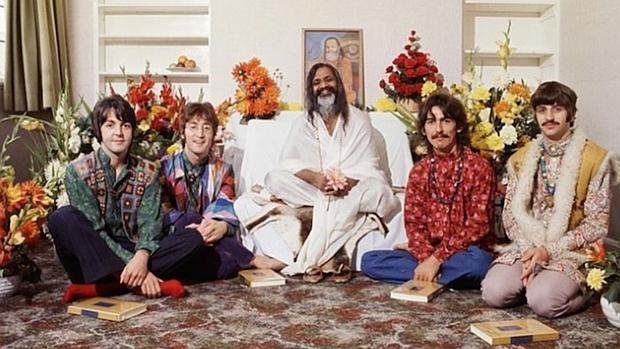 Los Beatles, durante su viaje a la India