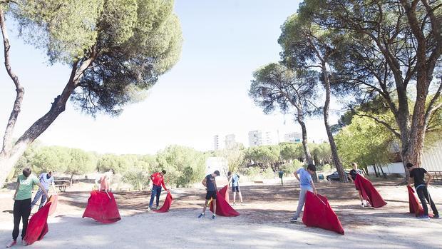 Alumos de la Escuela Taurina de Madrid, en el Batán