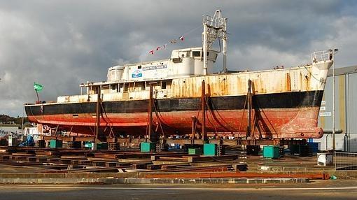 Así languidecía el buque abandonado, en dique seco
