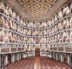«Teatro Científico Bibiena Mantova I» (2010), de Candida Höfer