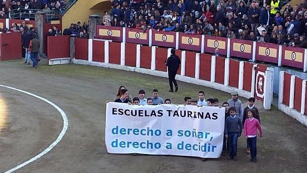 Derecho a soñar, derecho a decidir, lema de las Escuelas Taurinas