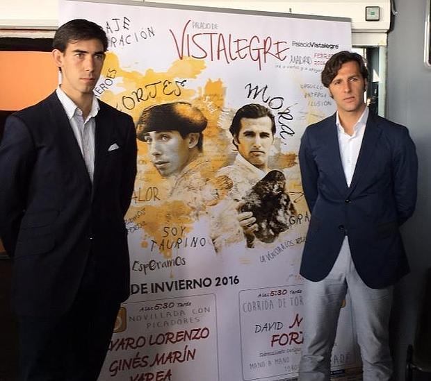 Jiménez Fortes y David Mora, junto al cartel de la Feria de Invierno