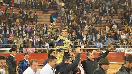 Joselito Adame sale a hombros