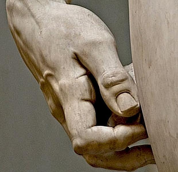 Miguel Ángel sufrió artritis pero conservó sus manos hasta la muerte por el duro trabajo con el cincel