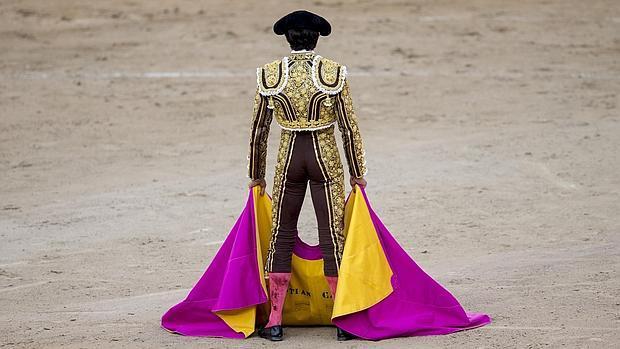 Sebastián Castella se echa la feria a la espalda