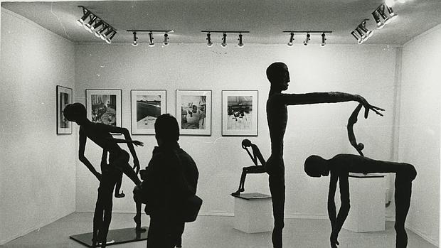 Esculturas de Tino Moriarty acompañadas de fotografías de la artista madrileña Ouka Leele