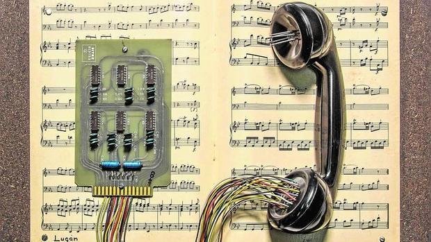 «Partitura telefónica» (1986), de LUGAN, pieza presente en esta exposición