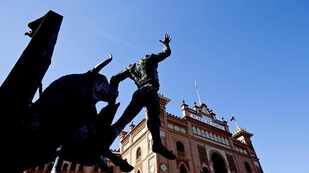 Monumento a Yiyo en los aledaños de la Monumental de las Ventas