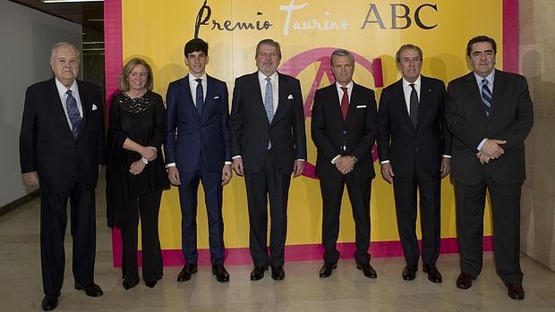 Santiago de Ybarra, Catalina Luca de Tena, López Simón, Íñigo Méndez de Vigo, Espartaco, Javier Benjumea y Manuel Martínez Erice