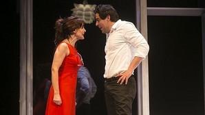 Silvia Marsó y Pablo Chiapella, en una escena de «La puerta de al lado»