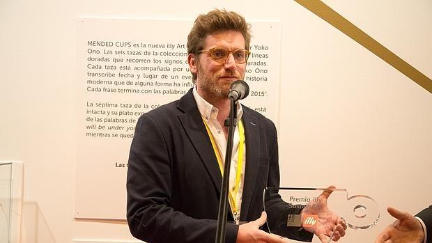 João Azinheiro, de Kubikgallery, en la entrega del Premio illy