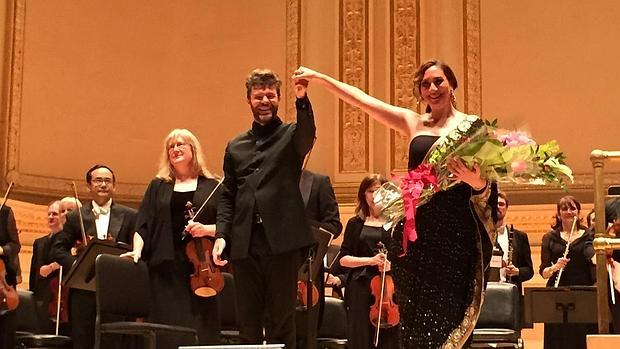 Pablo Heras-Casado y Marina Heredia saludan una ovación tras el concierto