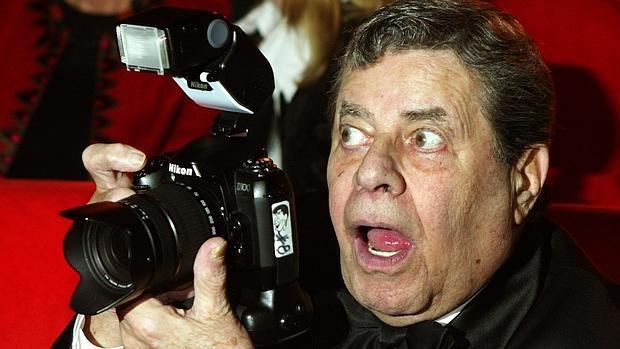 Jerry Lewis, fotografiando a los medios en la Berlinale, en 2005