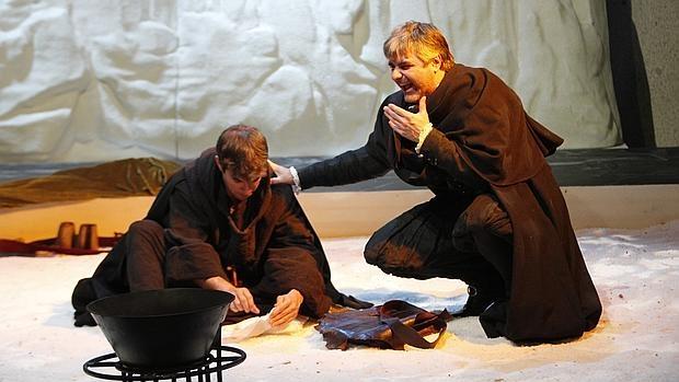 Daniel Muriel y Ernesto Arias, en una escena de la obra