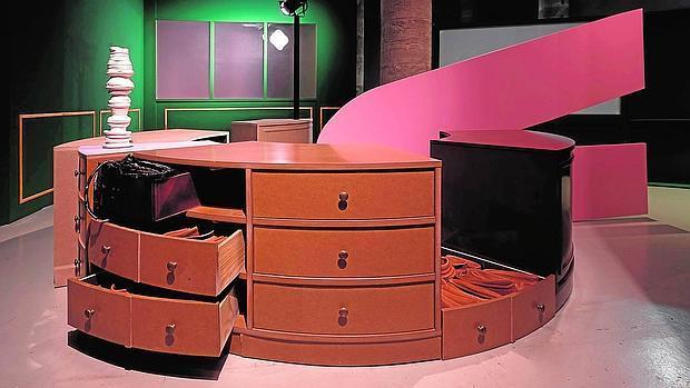 «El escritorio circular», de Guillermo Mora y Teresa Solar